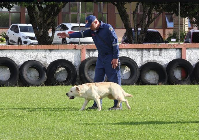 Soldado Rangel e Orion (Soldado Eduardo de Souza/Divulgação)